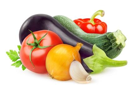 白で隔離される新鮮な野菜のラタトゥイユ成分