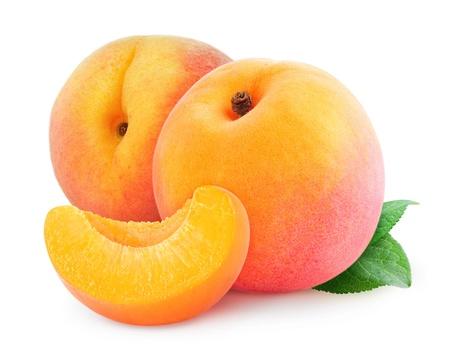 新鮮な桃の白で隔離