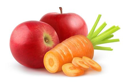 zanahoria: Zanahoria y manzana aislados en blanco