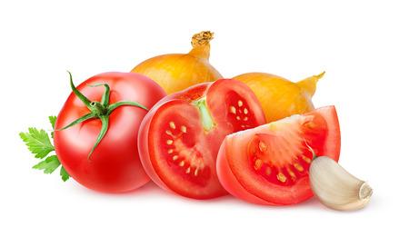salsa de tomate: Los tomates frescos y cebollas aislados en blanco