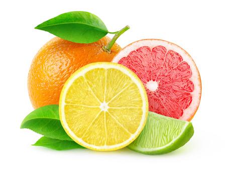 fruta: Las frutas c�tricas (lim�n, lima, pomelo, naranja) aislados en blanco, con trazado de recorte