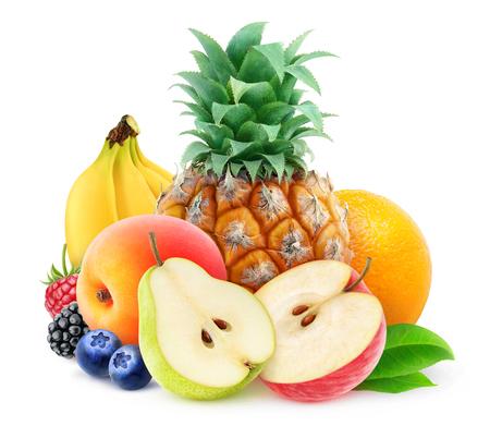 Pila de varias frutas frescas sobre fondo blanco Foto de archivo