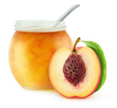 mermelada: Abra el tarro de mermelada de melocotón, aislado en blanco con trazado de recorte