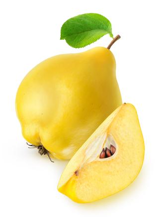 membrillo: Fruto de membrillo aislado en blanco con trazado de recorte Foto de archivo
