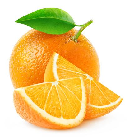 fruit orange: frutas de color naranja entera y dos rebanadas aislado en blanco con trazado de recorte Foto de archivo
