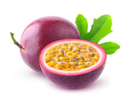 Fruits de la passion isolés. Fruits d'une passion et demi (maracuya) isolé sur fond blanc Banque d'images - 70199698
