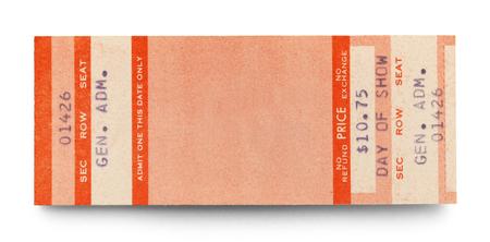 흰 배경에 고립 된 복사본 공간을 가진 빈 콘서트 티켓.