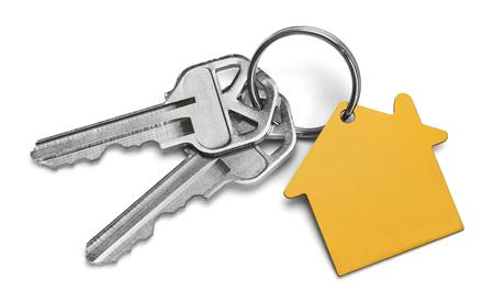 Zestaw kluczy z żółtym domu izolowana na białe tło. Zdjęcie Seryjne