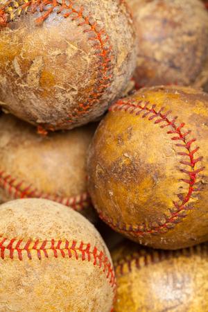 いくつかの古い野球の山で身に着け。