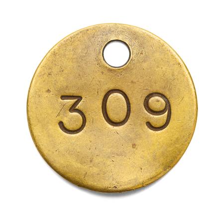 白い背景に分離された真鍮番号タグ。 写真素材