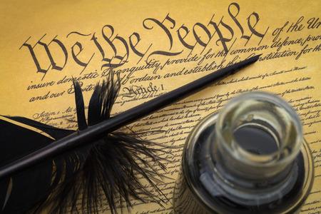 フェザークイルとインクウェルと米国憲法。
