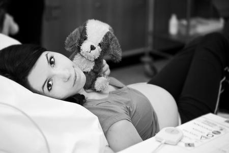 sala parto: donna incinta nella sala parto in ospedale Archivio Fotografico