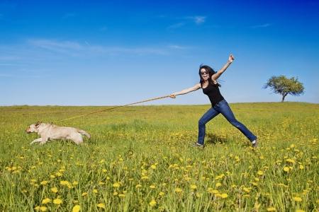 彼女の犬と彼女に聞いていない問題がある女性 写真素材 - 14219276