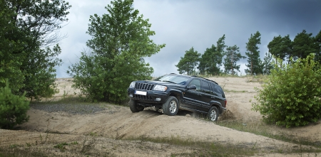 testing 4x4 car on the off road race