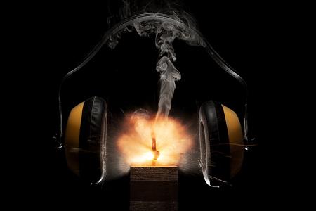 pensamiento creativo: fuego artificial explosión muestra explosión de posibilidades empresa suprimidos por la falta de publicidad y gastos financieros.