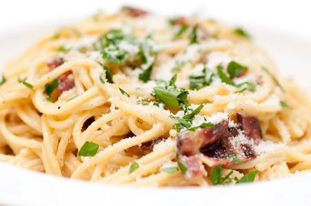 cuisines: spaghetti carbonara pasta alfredo sauce with bacon