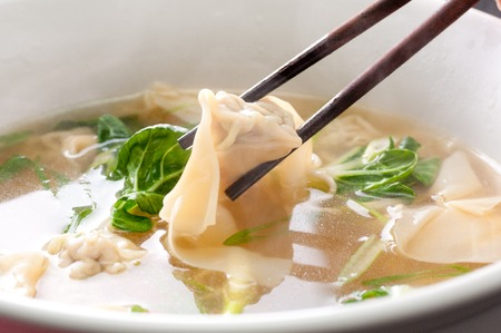 ton: pork wontons in a clear broth with bok choy and ramen noodles Stock Photo