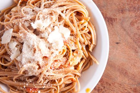 salsa de tomate: Espagueti vegetariano con salsa de tomate hecha en casa