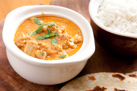 naan: home made butter chicken and fresh naan bread on the side stock photo