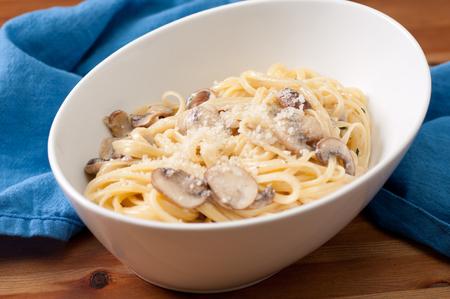 linguine pasta: linguine pasta with creamy alfredo sauce with parmesan and crimini mushrooms Stock Photo
