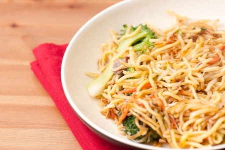 mie noodles: crispy chinese food vegetarian chow mein pan fried Stock Photo
