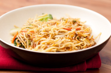 beansprouts: crispy chinese food vegetarian chow mein pan fried Stock Photo