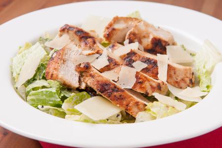 ensalada cesar: ensalada C�sar con pollo a la parrilla y queso parmesano afeitado