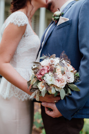toge: Bride and groom Kiss each other  holding wedding bouquet toge