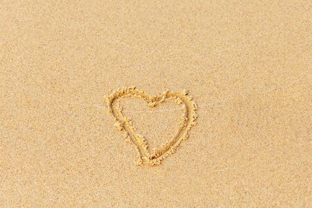 Valentines day on a sunny beach. Heart drawn in the sand, concept of love. Relax on the sandy beach. Copy space. Standard-Bild - 134278803
