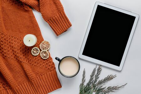 Winter composition. Candles, sweater, oranges on a white background. Still life lifestyle. Autumn concept. Flat lay, top view, copy space. Banco de Imagens
