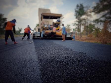 Asphaltstraßenbau in Thailand, verschwommene Bilder