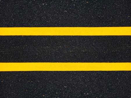 Pintura de tráfico en la superficie de asfalto y para garantizar la seguridad.