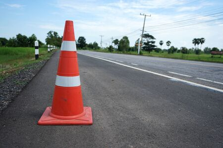 Red rubber cone placed on the road to ensure safety Banque d'images - 132014458
