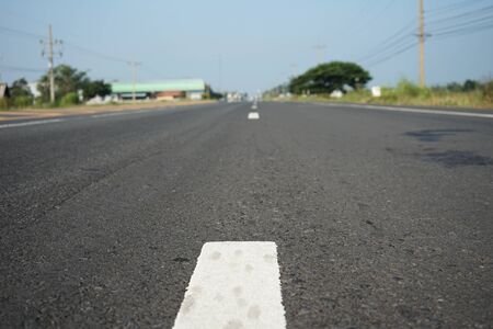Road traffic paint on the asphalt surface And to ensure safety Banque d'images - 133691500