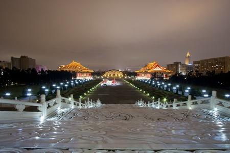 chiang kai shek memorial hall: broad view of chiang kai shek memorial hall at night