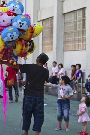 NEW TAIPEI CITY,TAIWAN -November 3,2012:balloon vendor in LuZhou elementary School for celebrating the Taiwanese Traditional Art Festival  on  November 3,2012 in New Taipei City,Taiwan .