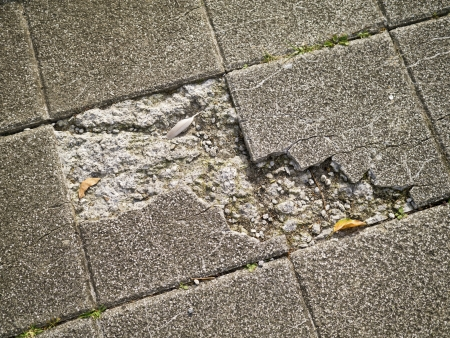 Old and broken asbestos floor tiles Imagens