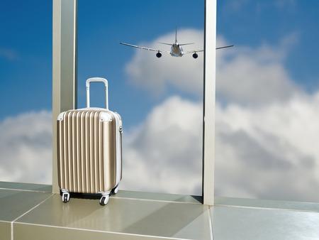 voyage avion: Voyage d'affaires, valise sur la fenêtre à l'aéroport contre le ciel de nuages, avion