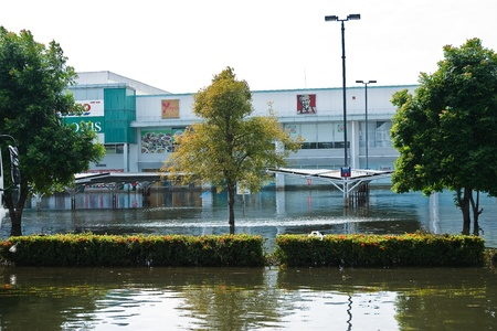 Bangkok, Thailand - November 14: Home shopping Lotus. Nava Nakorn Industrial Park is in high flood, November 14, 2011 at Nava Nakorn Industrial Park. Bangkok This is the worst flood in the history of Thailand. Stock Photo - 11286774