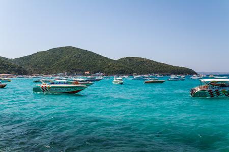 tour operator: PATTAYA, THAILAND - December 31, 2014: tourist boat at Beach, in Ko Lan ( Larn Island ) on December 31, 2014 in Pattaya, Thailand.