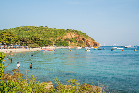 tour operator: PATTAYA, THAILAND - January 1, 2015:  tourists playing at Beach, in Ko Lan ( Larn Island ) on January 1, 2015 in Pattaya, Thailand.