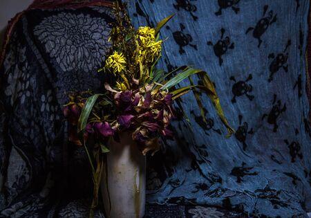 dried flower arrangement: Dry flowers still life