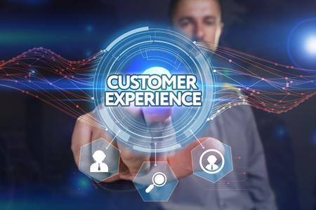 비즈니스, 기술, 인터넷 및 네트워크 개념. 젊은 사업가, 가상 디스플레이에서 선택 : 고객 경험 스톡 콘텐츠