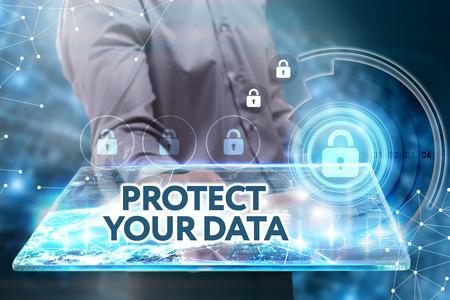 Business, Technologie, Internet und Netzwerkkonzept. Junger Geschäftsmann arbeitet an einer Tablette der Zukunft, er sieht die Inschrift: Schützen Sie Ihre Daten Standard-Bild - 64021755
