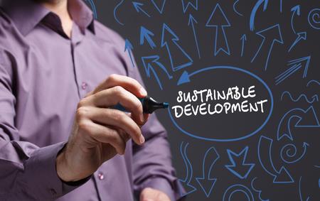 desarrollo sostenible: Tecnología, internet, negocios y marketing. Joven hombre de palabra escritura del negocio: el desarrollo sostenible