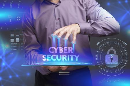 비즈니스, 기술, 인터넷 및 네트워크 개념. 젊은 사업가 미래의 가상 디스플레이에있는 단어를 보여줍니다 사이버 보안