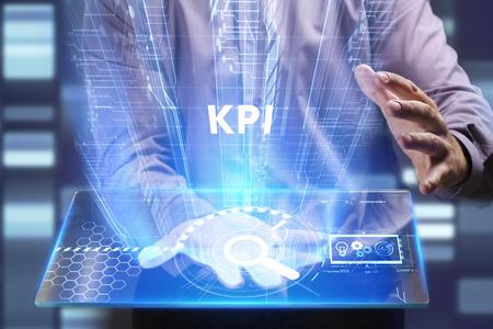 비즈니스, 기술, 인터넷 및 네트워크 개념. 젊은 사업가 미래의 가상 화면에서 작동 하 고 비문을 본다 : KPI