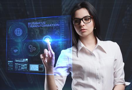 Das Konzept von Wirtschaft, Technik, Internet und Netzwerk. Ein junger Unternehmer arbeitet auf einem virtuellen Bildschirm der Zukunft und sieht die Inschrift: Business Transformation Standard-Bild - 80345296
