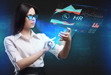 ビジネス、技術、インターネット、ネットワークのコンセプトです。未来の仮想画面に取り組んでいる若い起業家、碑文を見る: HR 写真素材