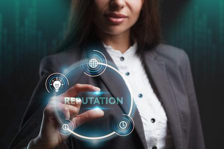 ビジネス、テクノロジー、インターネット、ネットワークのコンセプト。未来の仮想画面で働く若い起業家は、碑文を見る:評判